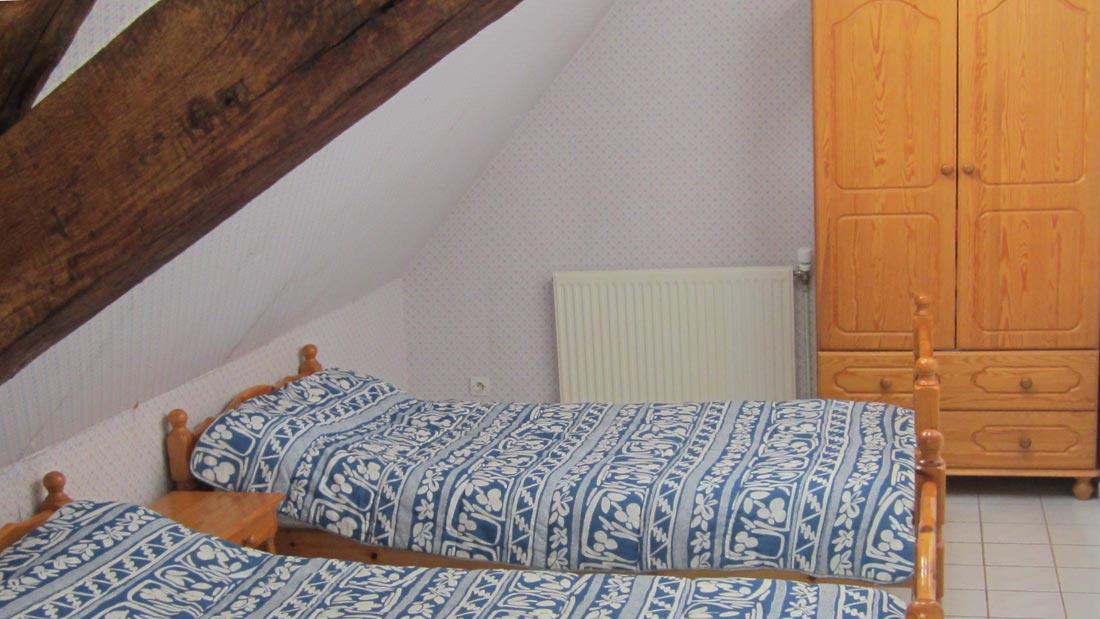 Chambre bleue gîte Planoy