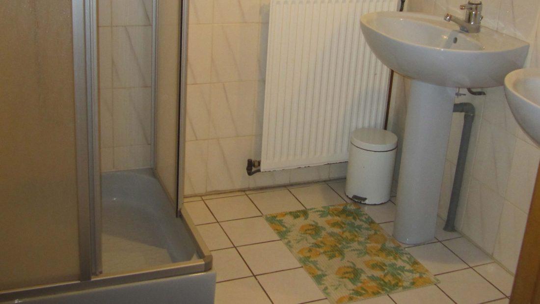 Salle d'eau chambre gîte Planoy Espace A