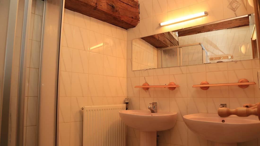gîte Planoy salle d'eau