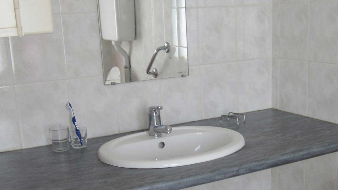 Studio rez de chaussé salle de bain